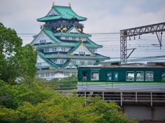 大阪城を仰ぎ見て