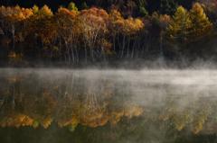 秋の湖畔(2)