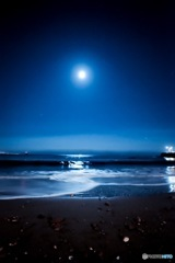 月と波そして砂