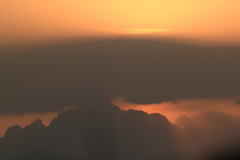 やがて日が昇る立山連峰 剱岳