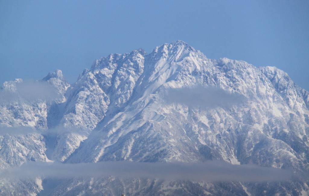 雪も止み束の間の晴天日の剱岳