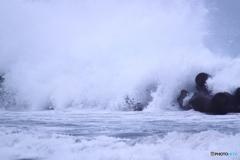 怒涛波打つ今朝の富山湾