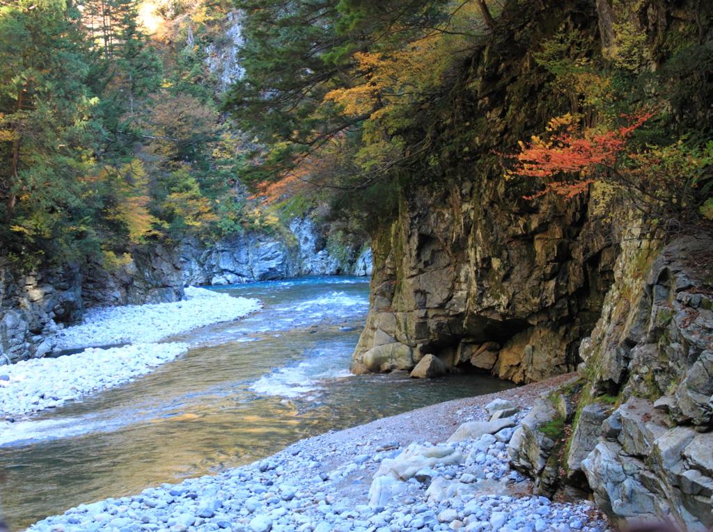 黒部峡谷を代表する・・日本一深い谷猿飛峡谷