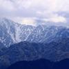 もっと近くに見たいけど・・行けども行けども秋色さえ見えない立山連峰