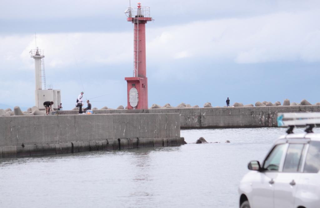 漁港・・土曜の釣り人達