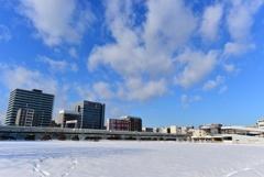 横浜みなとみらい地区の空き地 雪景色