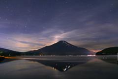 富士山に月が沈んだ後