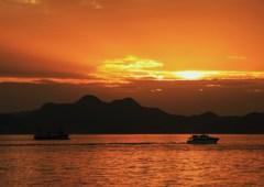 夕暮と漁船
