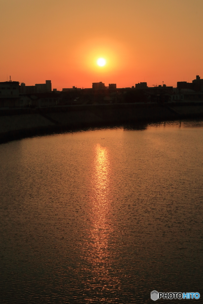 川辺の夕焼け