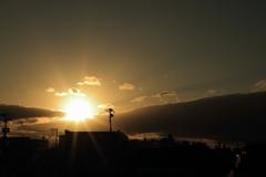 コンビニからの夕陽