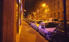 パリの裏通り (恐るべし縦列駐車)