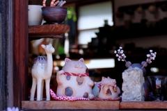 窓辺の招き猫 @常滑やきもの遊歩道