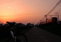 夕陽と名鉄電車とチャリと @新安城近辺