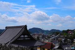 夏の雲と大屋根と