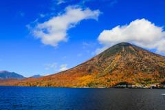 男体山と秋の空