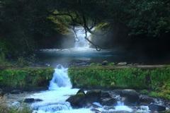 山奥で見つけた小さい 滝