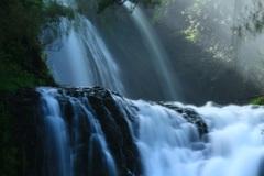 ・・豪快な滝・・