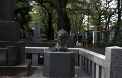 墓前の獅子.