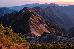 朝焼けの後立山