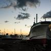 日暮れの港