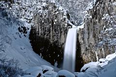 雪掻きと汗と滝と