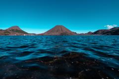 波打つ榛名湖で