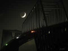 東京ゲイトブリッジ(月齢3.6三日月)