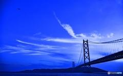 明石大橋と雲