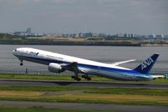 ANA 777-300 (JA786A)