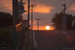 朝日が昇る道