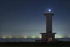 灯台と漁火