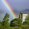 廃墟に架かる虹