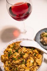 今夜は自家製麻婆豆腐を赤ワインと共に...