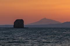 岩と山と海