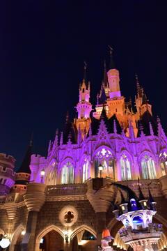 夜からが本場。輝くシンデレラ城