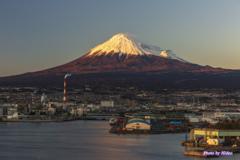 田子の浦より日没の富士山