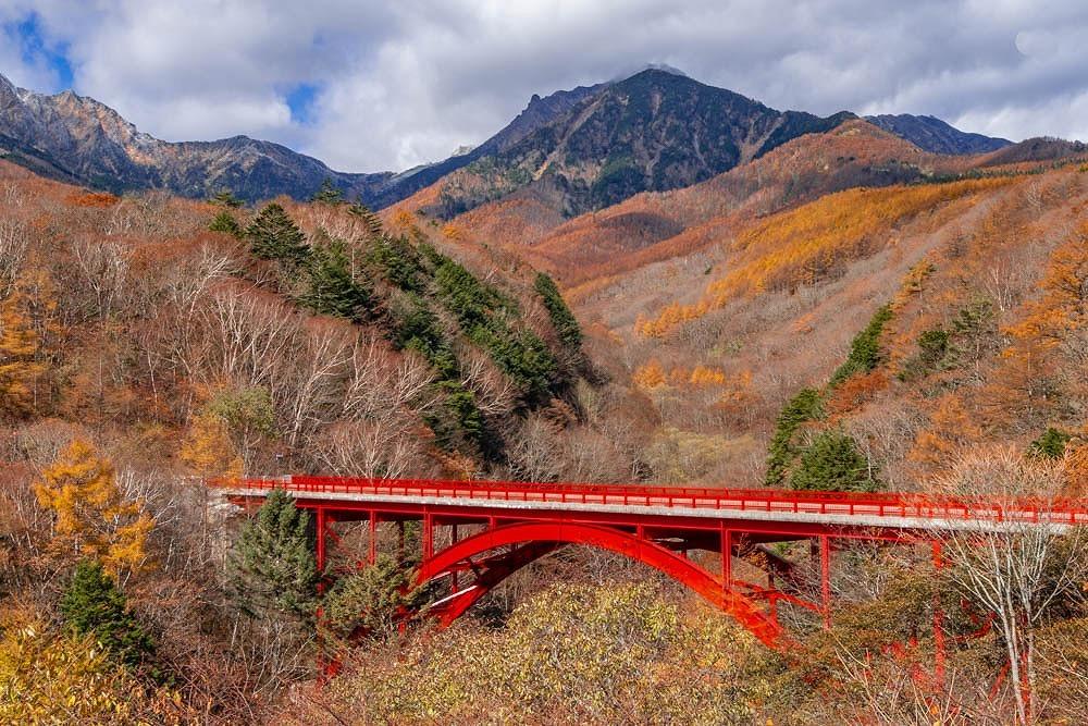 秋の東沢大橋