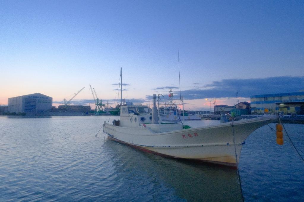 焼津港の夜明け(4)