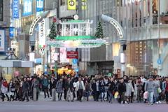 渋谷センター街入口を望遠で