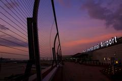 国際線ターミナルの夜明け
