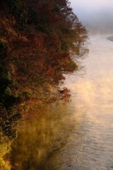 朝日差す冬の川 その2