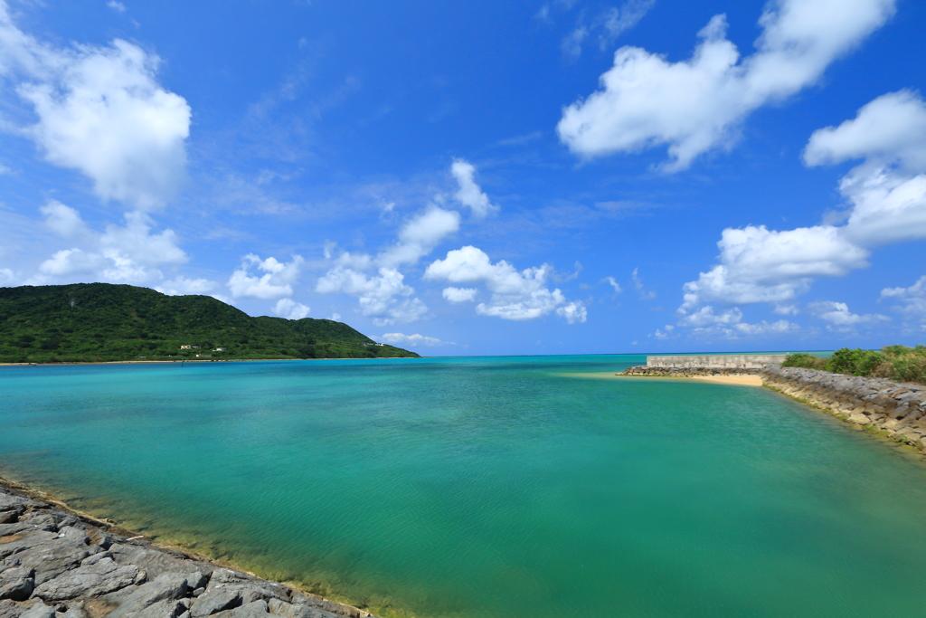 南の島の小さな漁港