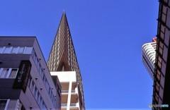 空へ2 三角ビル
