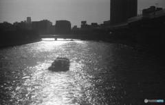 逆光の大川