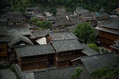 山裾を昇る村の音