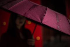 葡萄酒色の傘