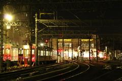 始発電車を待つ駅