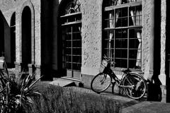 洋館と自転車