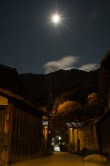 月下の裏小路