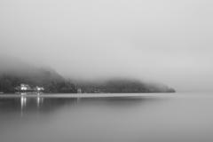 煙る中禅寺湖